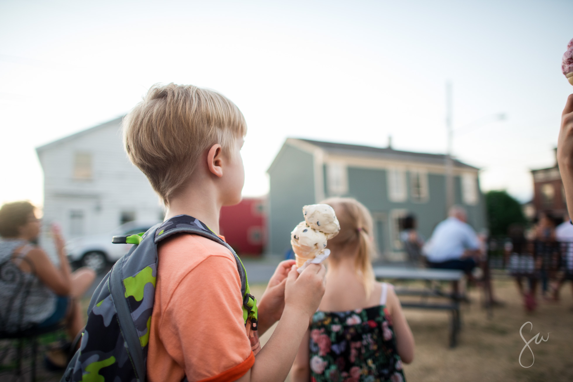 Everyday-Documentary-Photo-of-Evening-Ice-Cream-Outing-in-Sackets-Harbor-Northern-New-York-by-Sarah-Wilkerson-8412