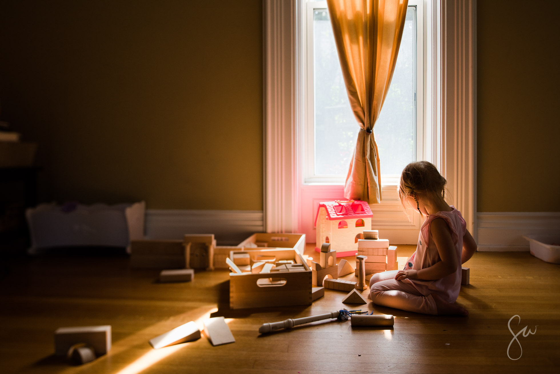 Everyday-Life-Photo-of-Little-Girl-Playing-with-Wooden-Blocks-in-Beautiful-Golden-Window-Light-by-Sarah-Wilkerson-7339