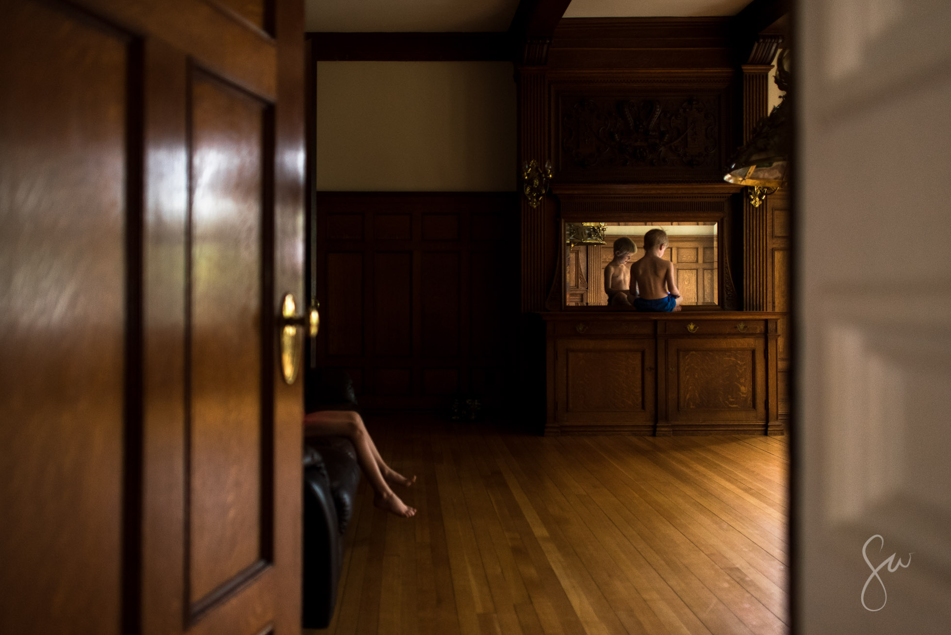 Multilayered-Everyday-Life-Photo-of-Brothers-Playing-in-Old-Fashioned-Wooden-Room-1309