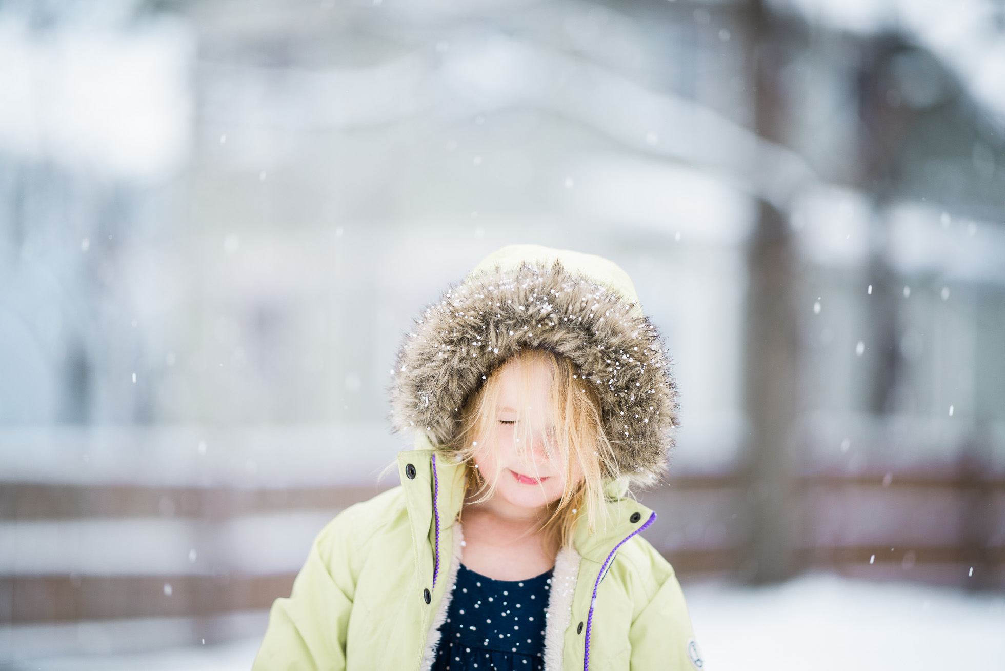 sweet-everyday-photo-of-little-girl-and-snow-falling-by-sarah-wilkerson-4649