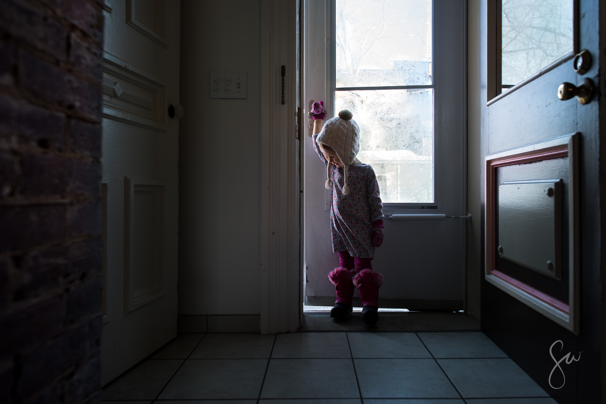Winter-Environmental-Portrait-of-Little-Girl-in-Boots-and-Hats-Standing-Near-Frosted-Glass-2522
